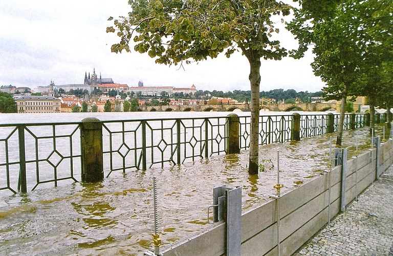 Flood protection during 2002 flood event